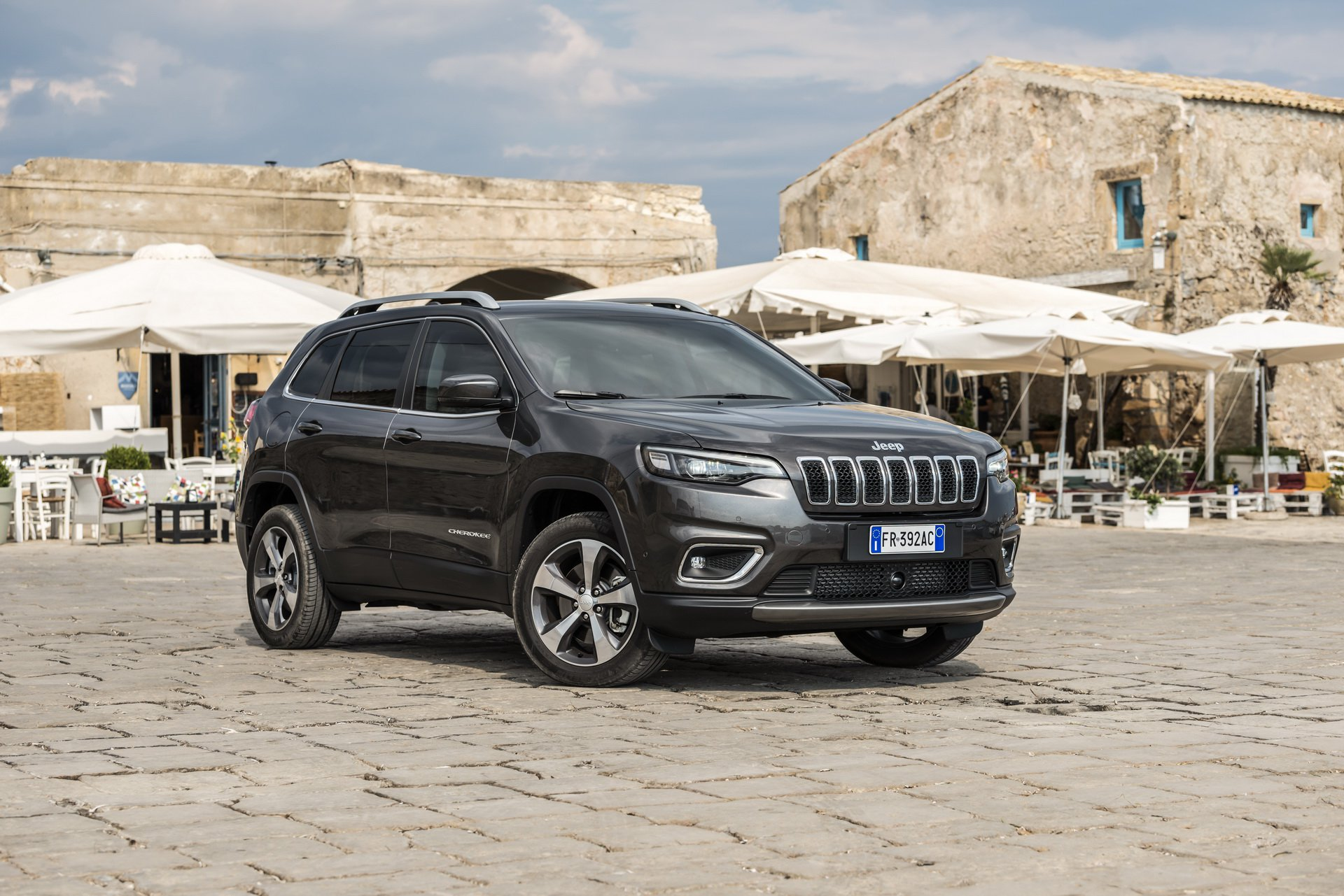 2019 jeep cherokee gains new turbo diesel engine in europe for Jeep with diesel motor