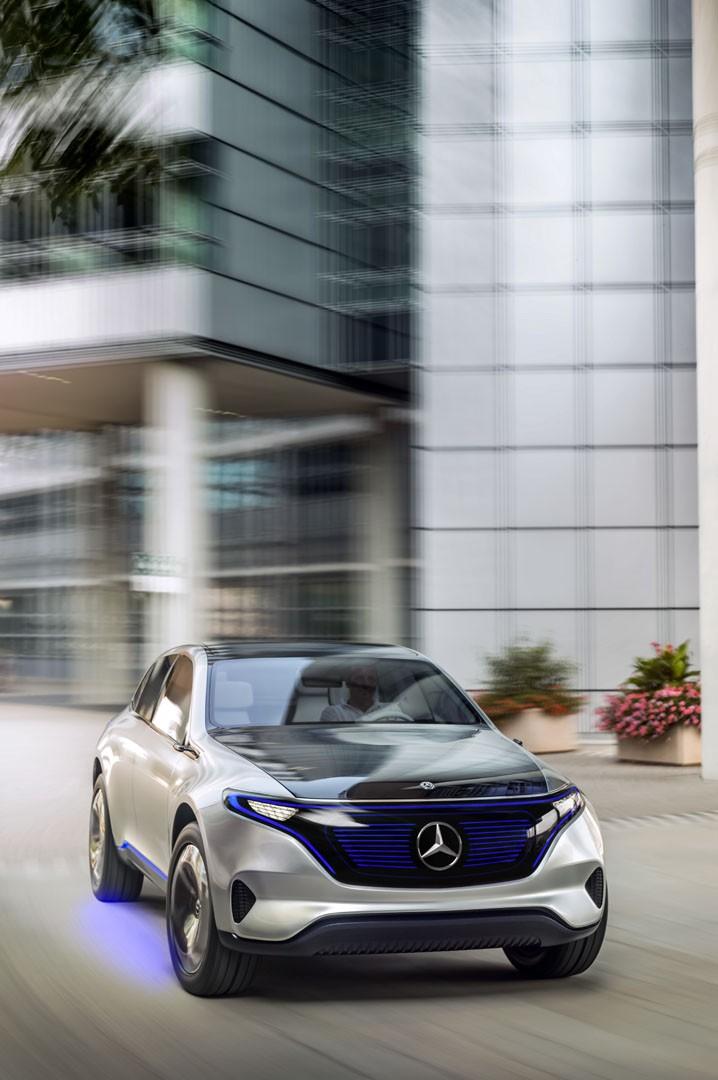 Ev branching puts financial strain on mercedes benz ceo for Mercedes benz truck financial
