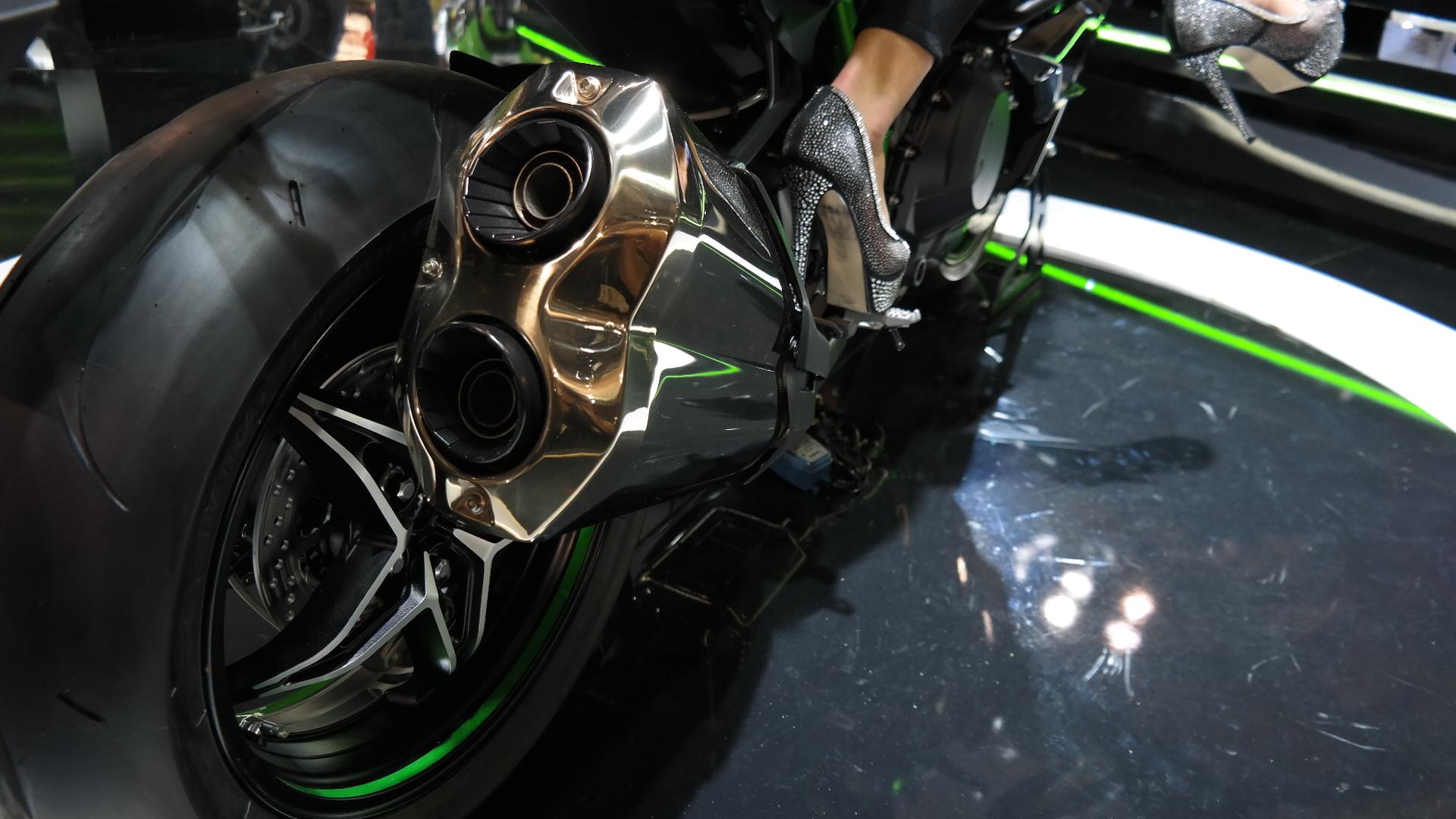 Kawasaki Ninja H2 Would You Fork Out 25 000 For It