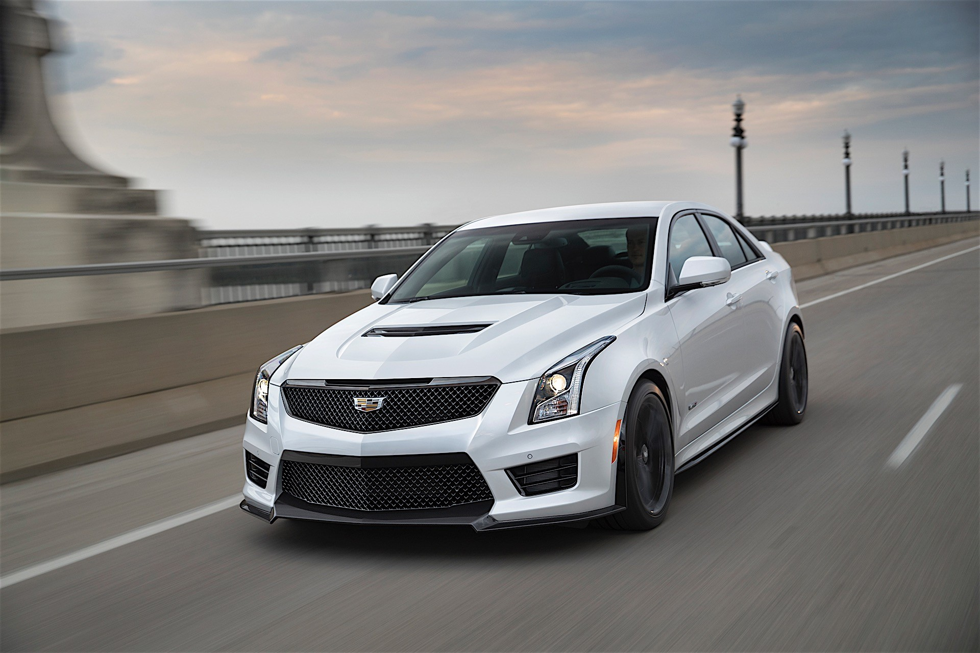 every 2017 cadillac ats v and cts v brings free performance driving training autoevolution. Black Bedroom Furniture Sets. Home Design Ideas