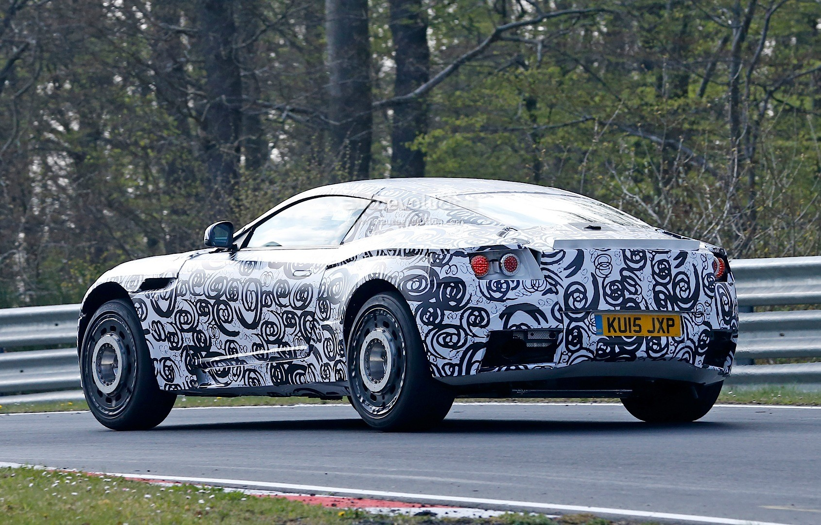 Exclusive: Aston Marti...V12 Vanquish 2017