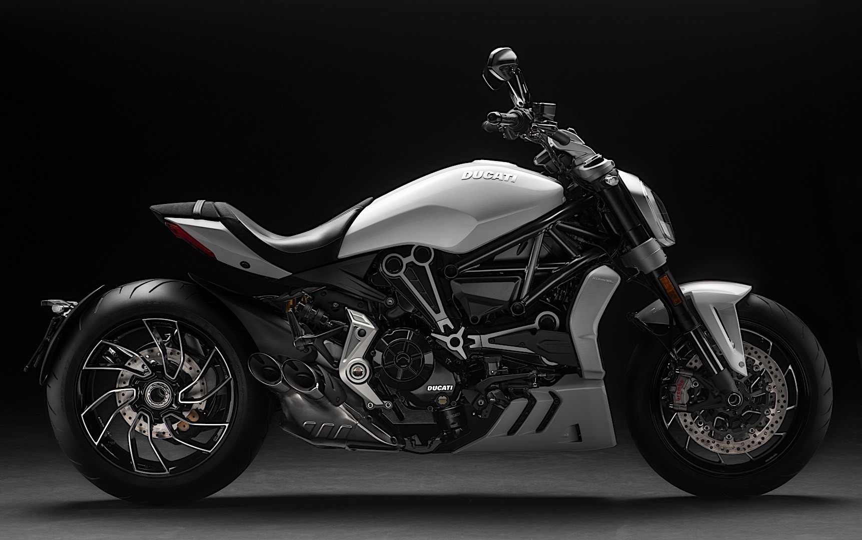 2016 ducati xdiavel is the eicma 2015 best looking bike autoevolution. Black Bedroom Furniture Sets. Home Design Ideas