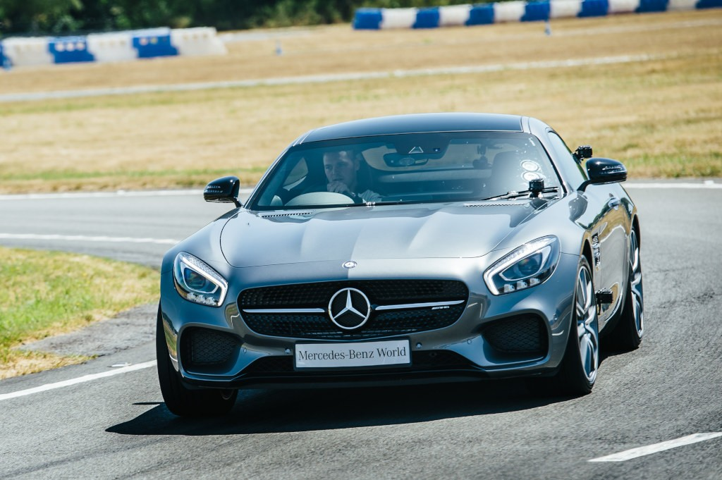 F1 driver and pro golfer battle over the course of four for Mercedes benz f1 drivers