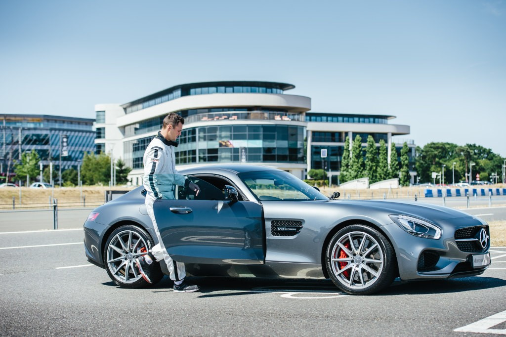 F1 driver and pro golfer battle over the course of four for Mercedes benz brand ambassador