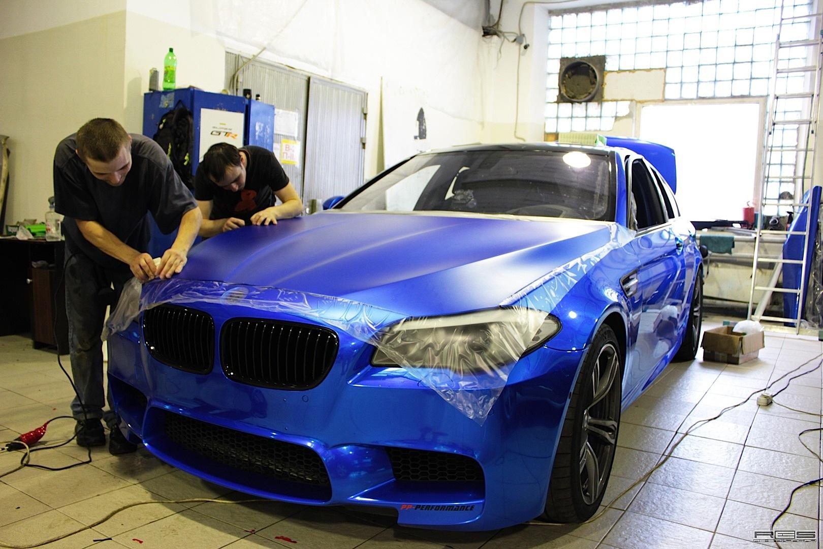 F10 BMW M5 in Blue Satin Chrome - autoevolution