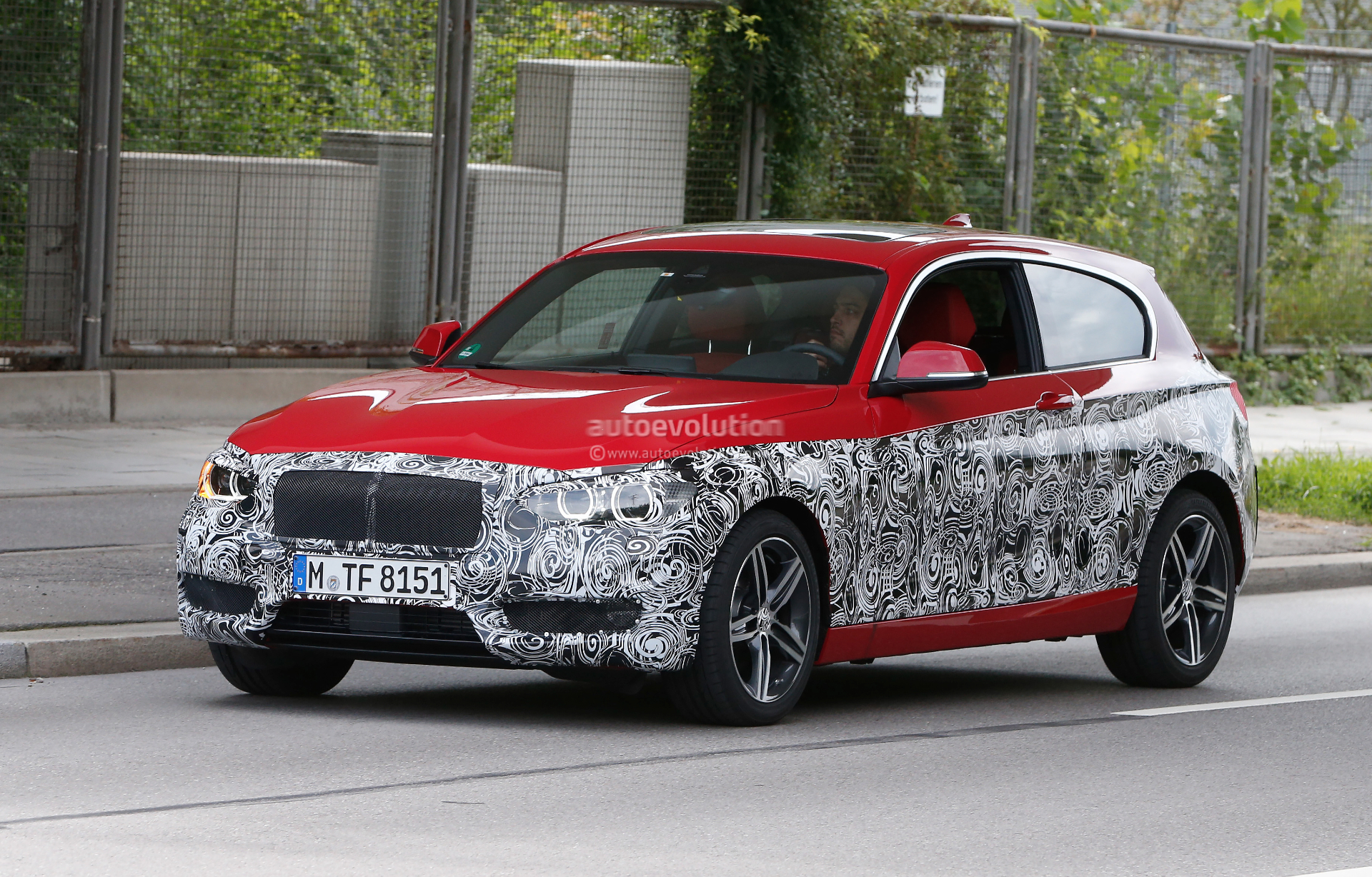 facelift bmw 1 series inches closer to production autoevolution. Black Bedroom Furniture Sets. Home Design Ideas