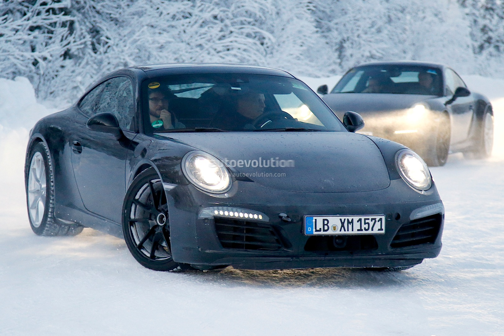 2015 - [Porsche] 911 Restylée [991] Facelifts-for-911-carrera-and-turbo-models-play-in-the-snow-photo-gallery_2