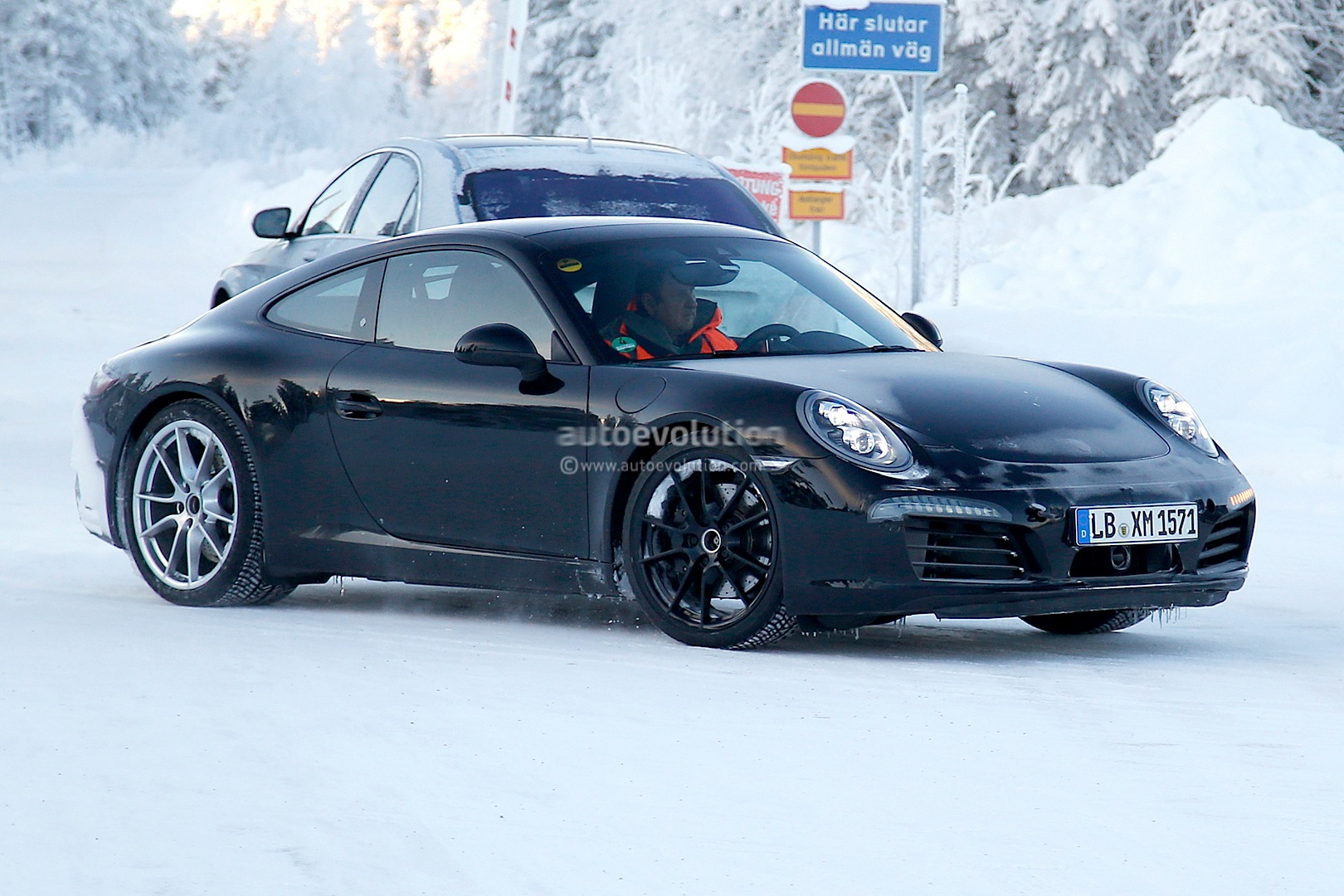 2015 - [Porsche] 911 Restylée [991] Facelifts-for-911-carrera-and-turbo-models-play-in-the-snow-photo-gallery_3