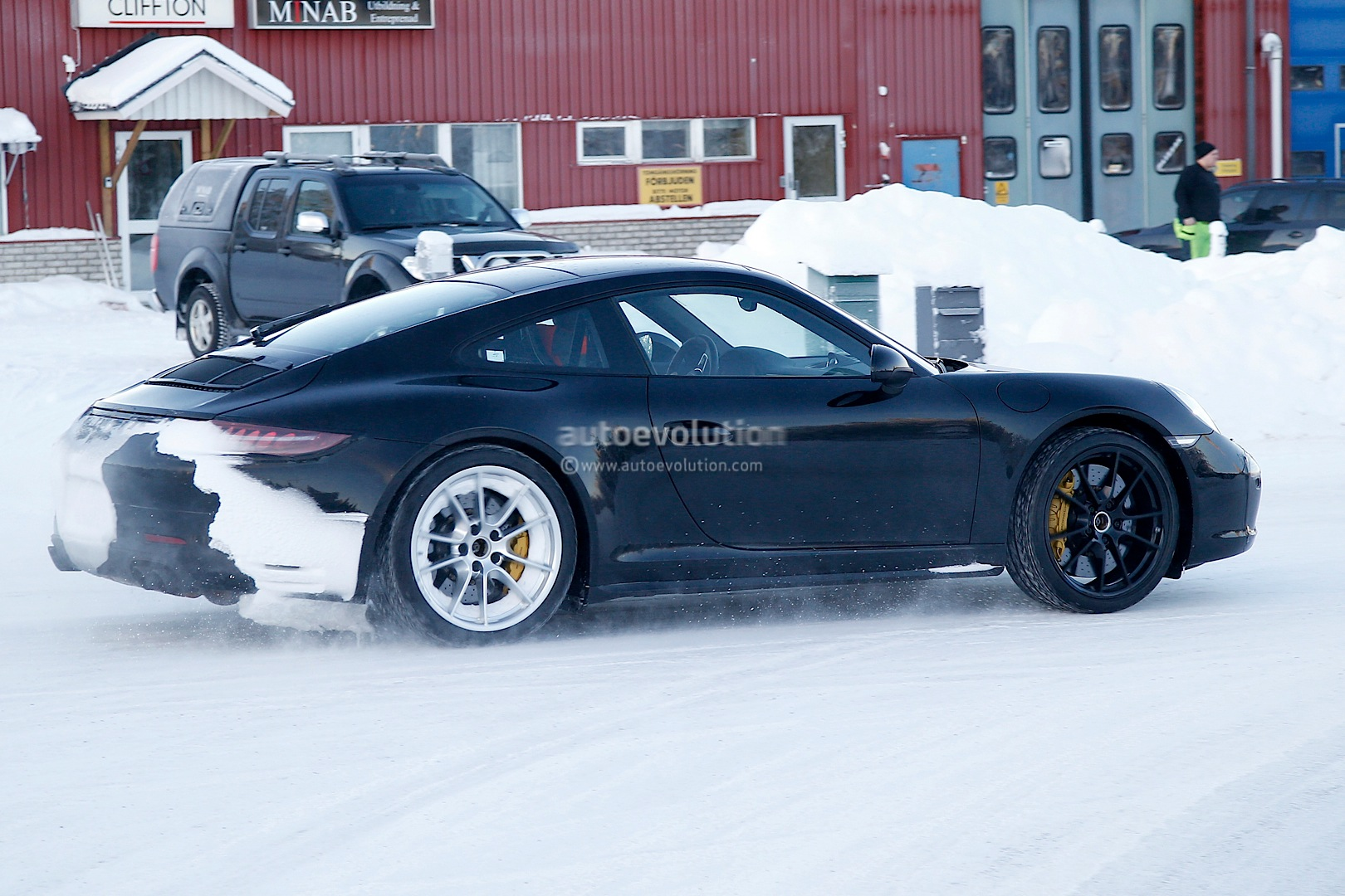 2015 - [Porsche] 911 Restylée [991] Facelifts-for-911-carrera-and-turbo-models-play-in-the-snow-photo-gallery_5