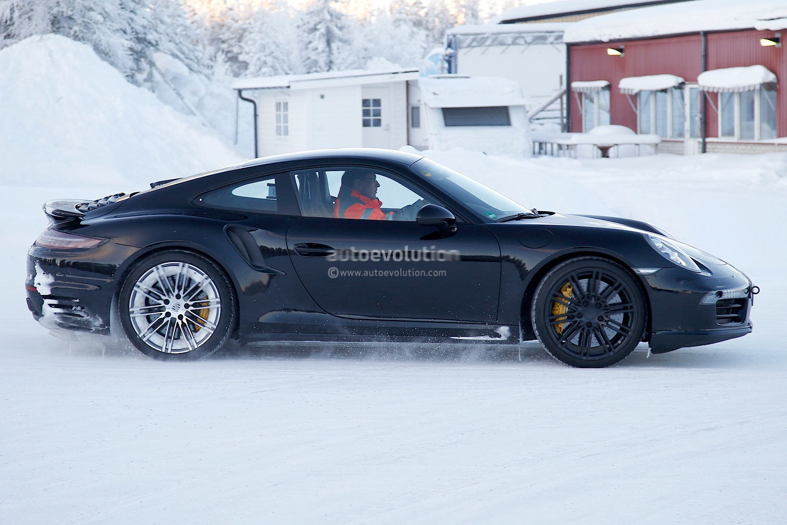 2015 - [Porsche] 911 Restylée [991] Facelifts-for-911-carrera-and-turbo-models-play-in-the-snow-photo-gallery_9