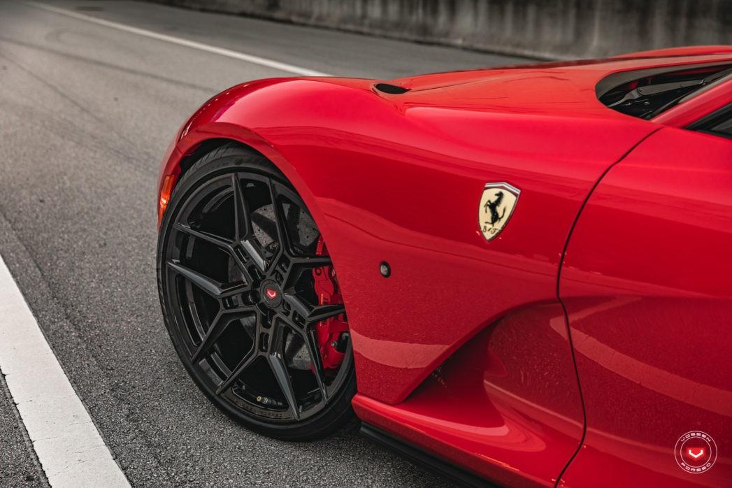 Ferrari 812 Looks Superfast Riding These Glossy Black Wheels Autoevolution