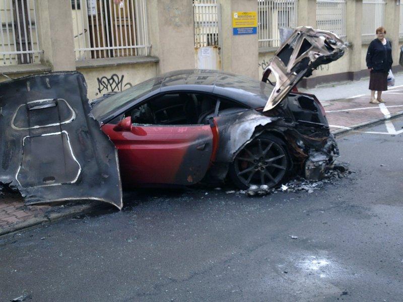 Ferrari california burns to a crisp in poland autoevolution for Burns motors used cars