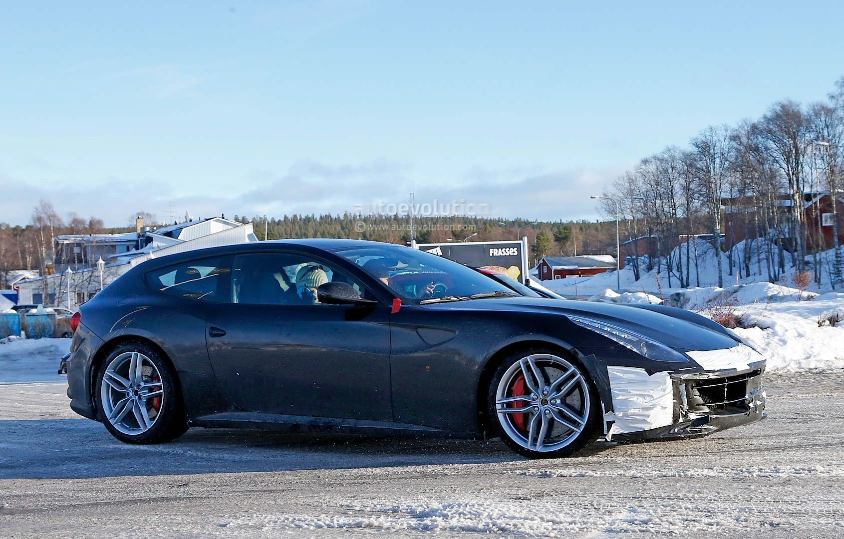 ferrari ff facelift spied in detail will arrive in 2016 with turbo v8 base model autoevolution. Black Bedroom Furniture Sets. Home Design Ideas