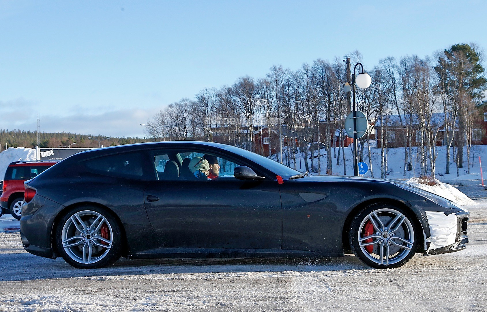 Ferrari FF Facelift Spied in Detail, Will Arrive in 2016 with Turbo V8 Base Model - autoevolution
