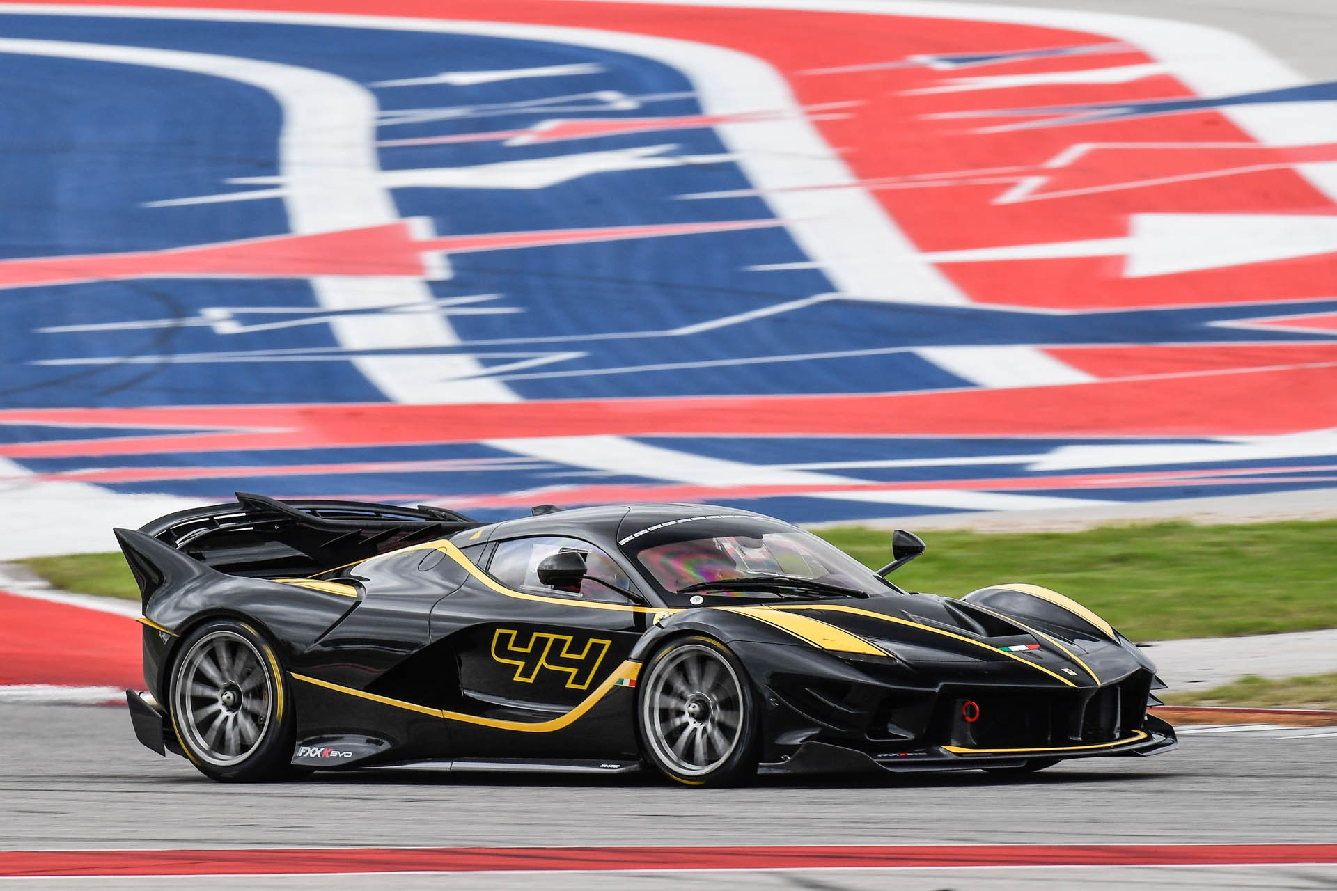 ferrari fxx k evo gets down to business at cota autoevolution. Black Bedroom Furniture Sets. Home Design Ideas