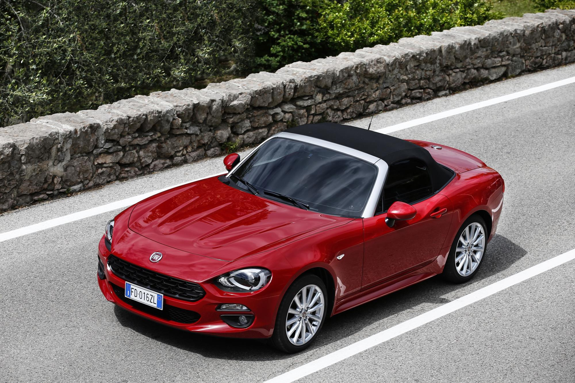 Fiat 124 spider named european gay car of the year 2017 for Fiat 124 spider motor