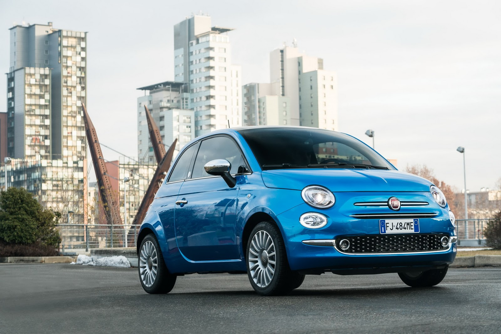 fiat 500 500l and 500x mirror edition are more connected. Black Bedroom Furniture Sets. Home Design Ideas