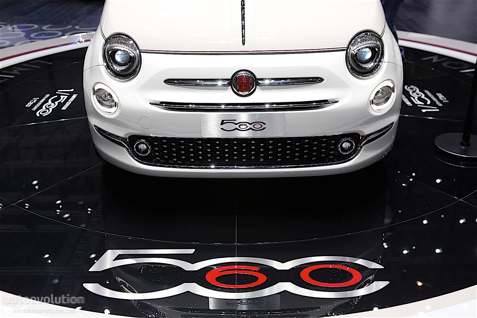fiat 500 39 60th anniversary edition launched in geneva only 560 will be made autoevolution. Black Bedroom Furniture Sets. Home Design Ideas