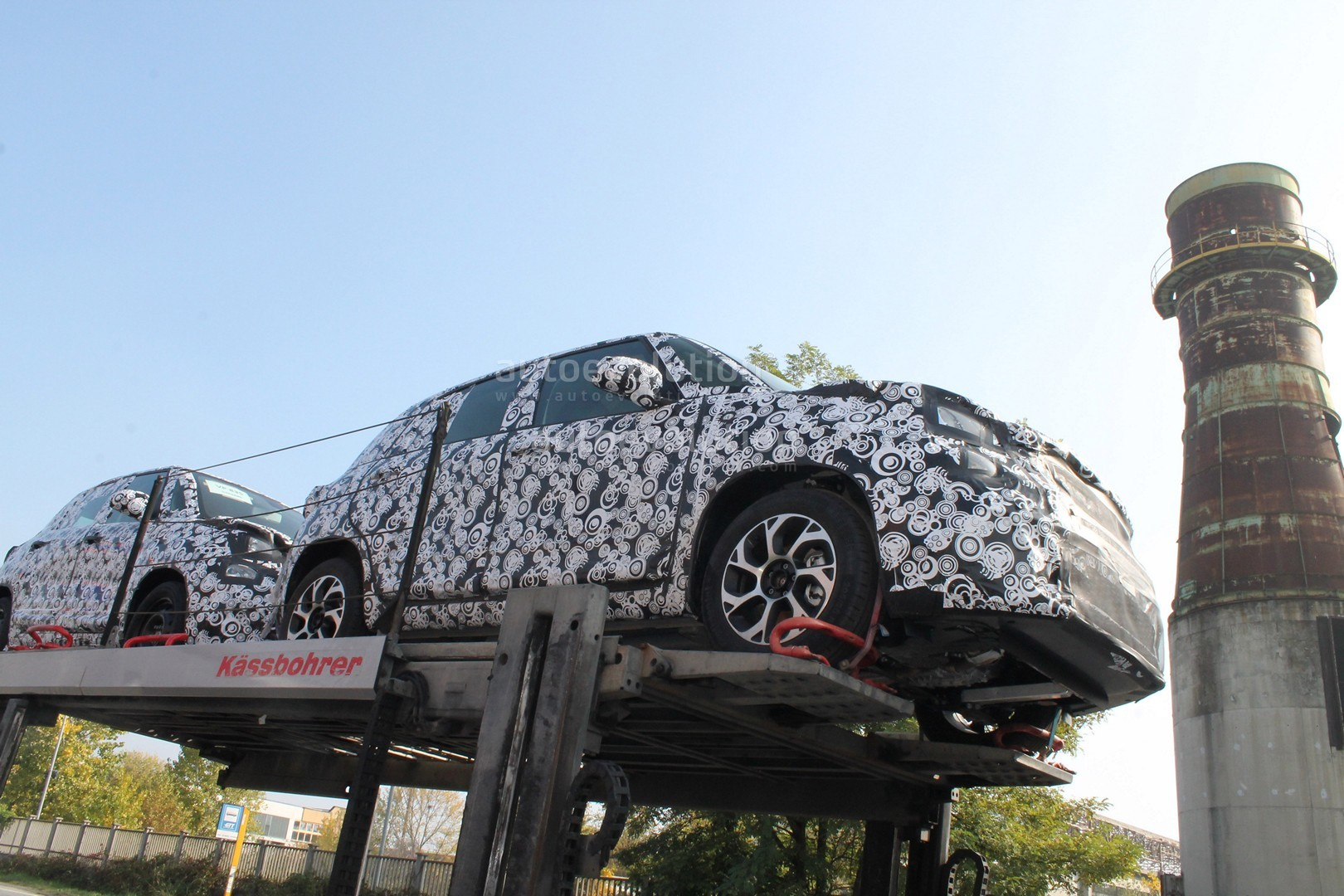 fiat-500l-facelift-first-spyshots-sugges
