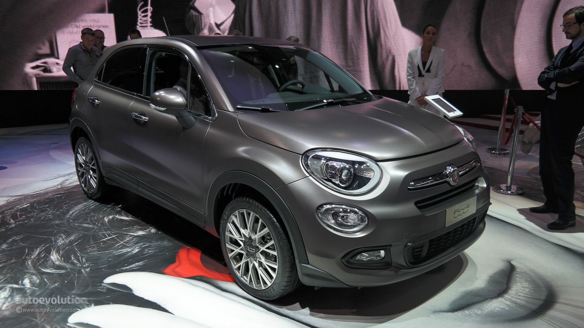fiat 500x wows the paris motor show live photos autoevolution. Black Bedroom Furniture Sets. Home Design Ideas