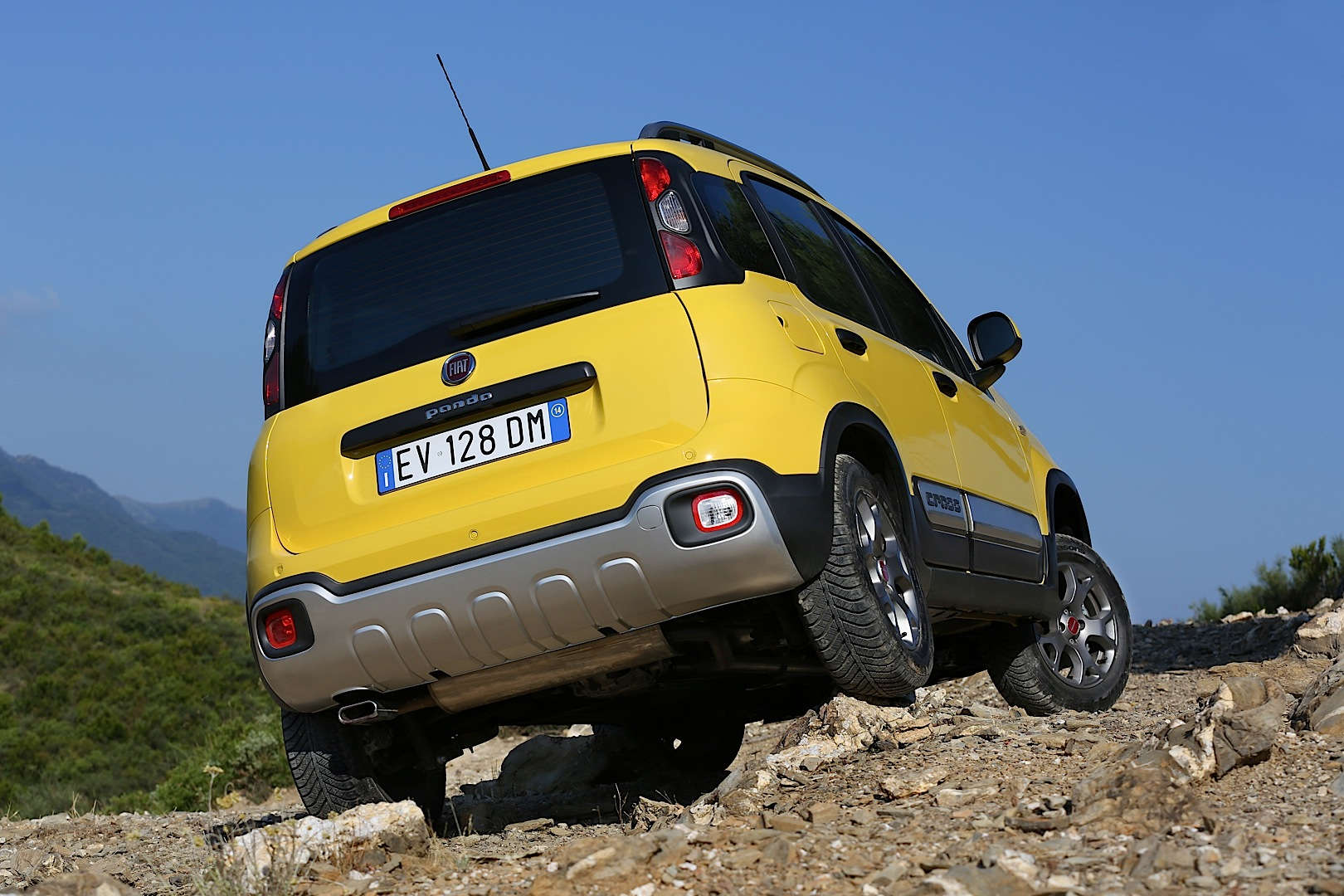 fiat panda cross goes on sale from september video autoevolution. Black Bedroom Furniture Sets. Home Design Ideas