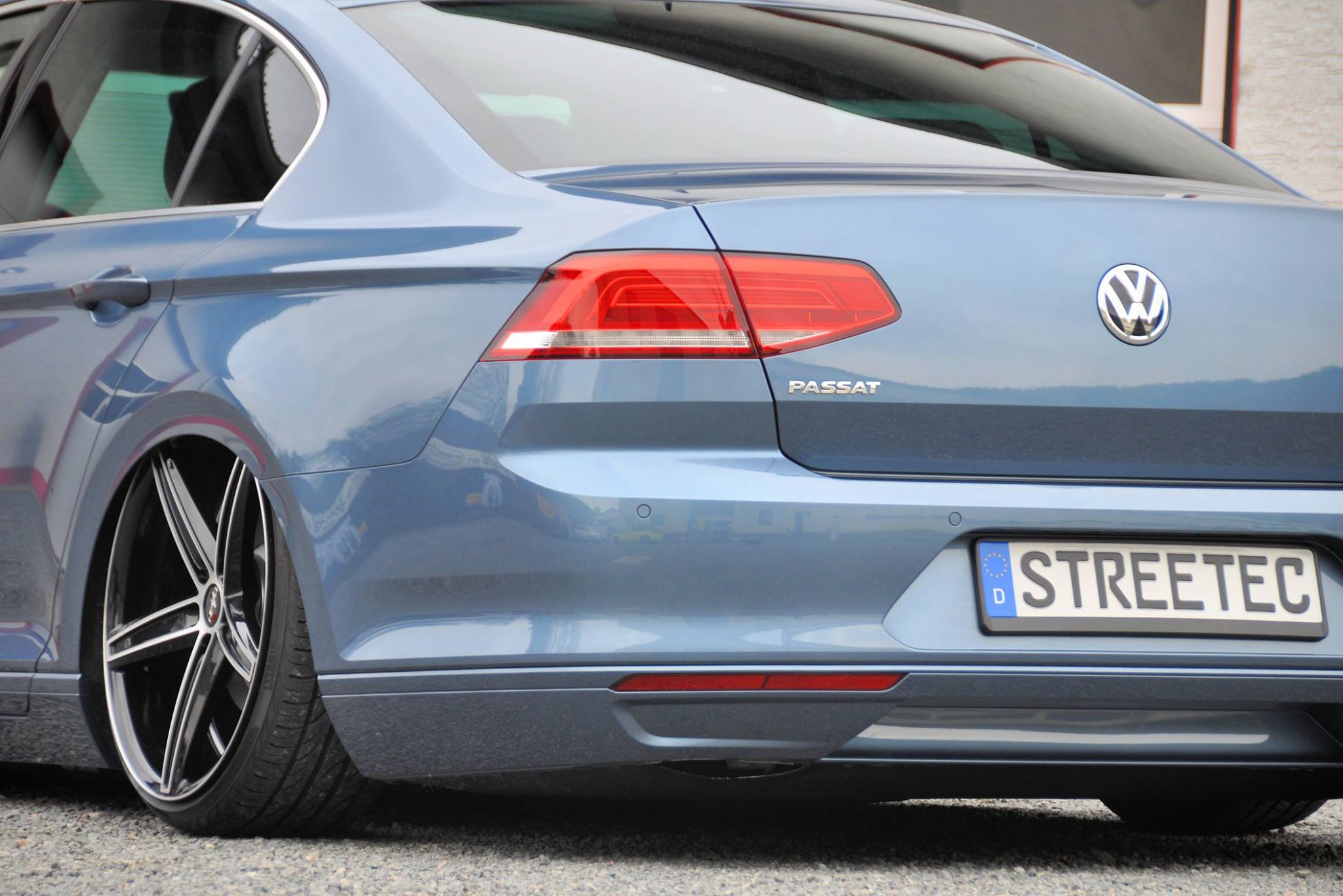 First 2015 VW Passat B8 Slammed on Air Suspension - autoevolution