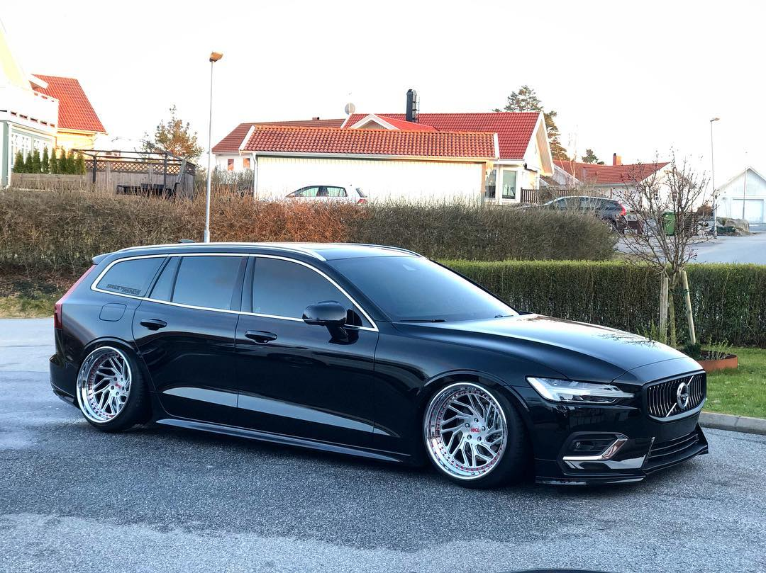 First Bagged New Volvo V60 Sits On Polished Wheels