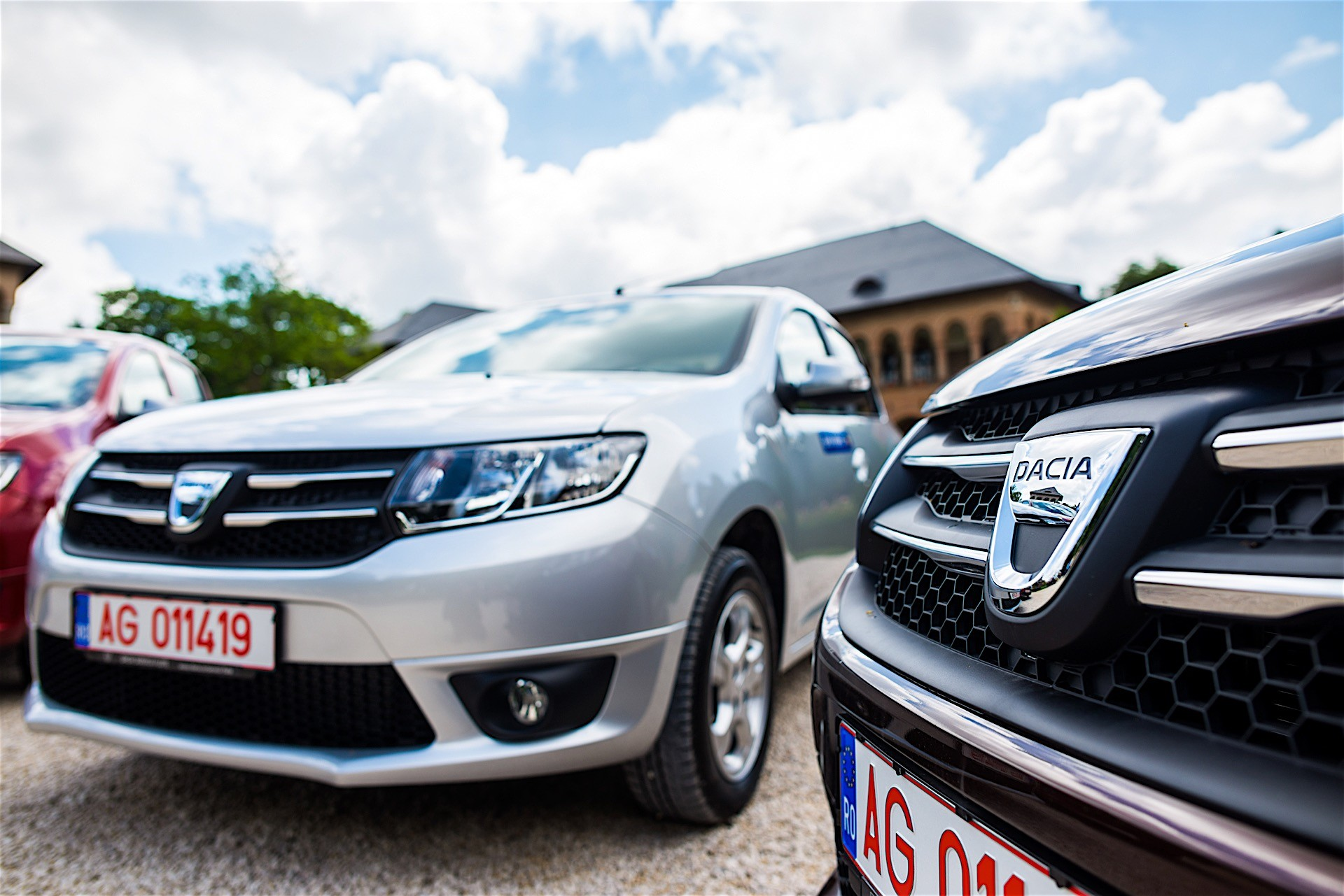 first drive dacia 39 s easy r automated manual gearbox in detail autoevolution. Black Bedroom Furniture Sets. Home Design Ideas