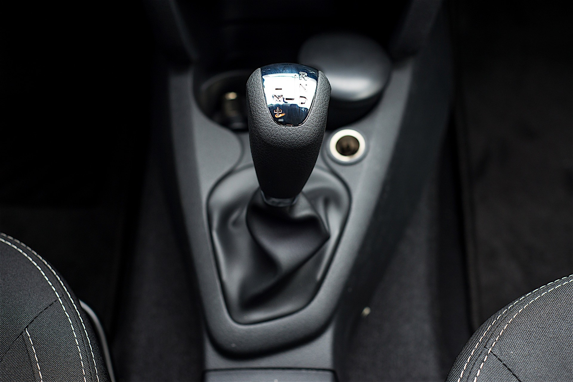 first drive dacia s easy r automated manual gearbox in detail rh autoevolution com driving manual jerky driving manual jerky