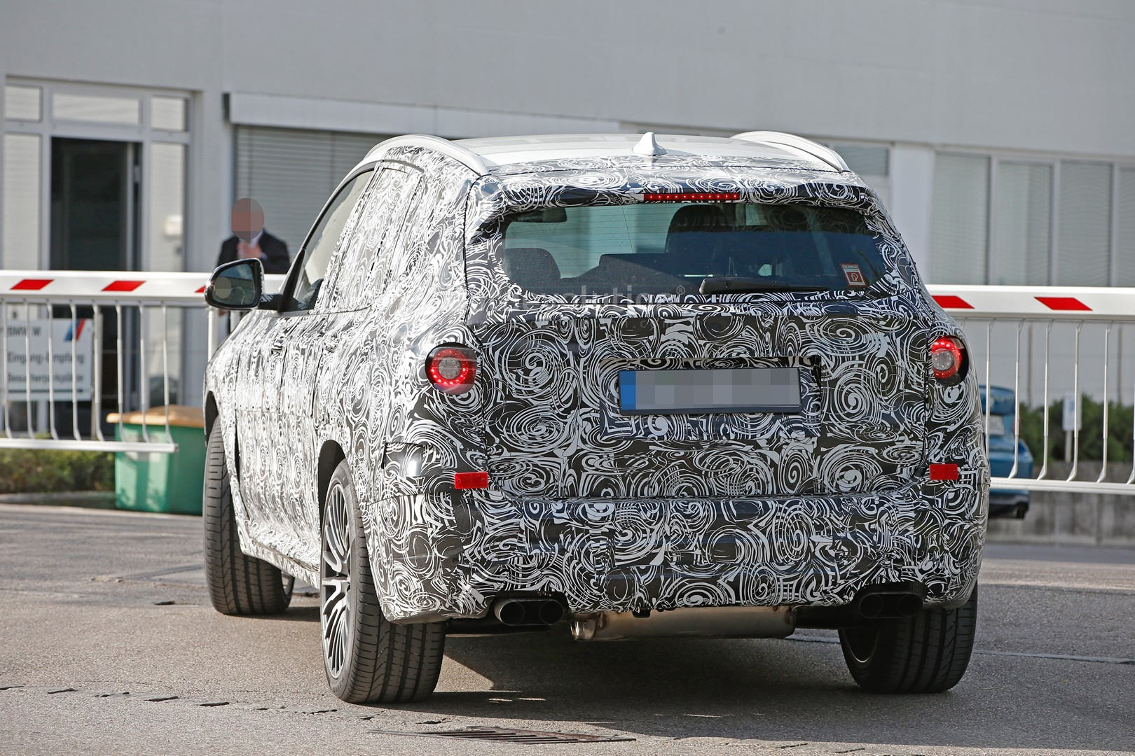 2016 - [BMW] X3 [G01] - Page 3 First-ever-bmw-x3-m-prototype-spotted-will-compete-with-the-glc-63-amg_10