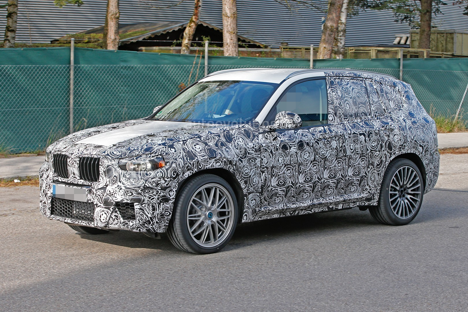 2016 - [BMW] X3 [G01] - Page 3 First-ever-bmw-x3-m-prototype-spotted-will-compete-with-the-glc-63-amg_4