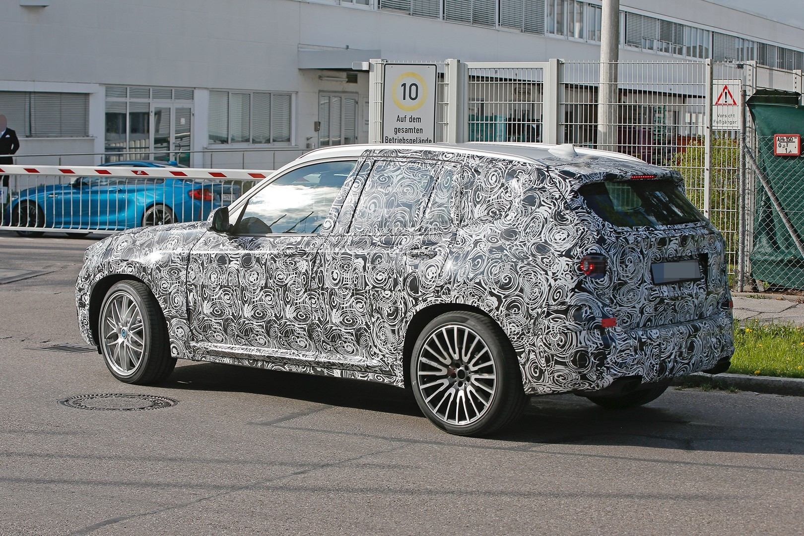 2016 - [BMW] X3 [G01] - Page 3 First-ever-bmw-x3-m-prototype-spotted-will-compete-with-the-glc-63-amg_7