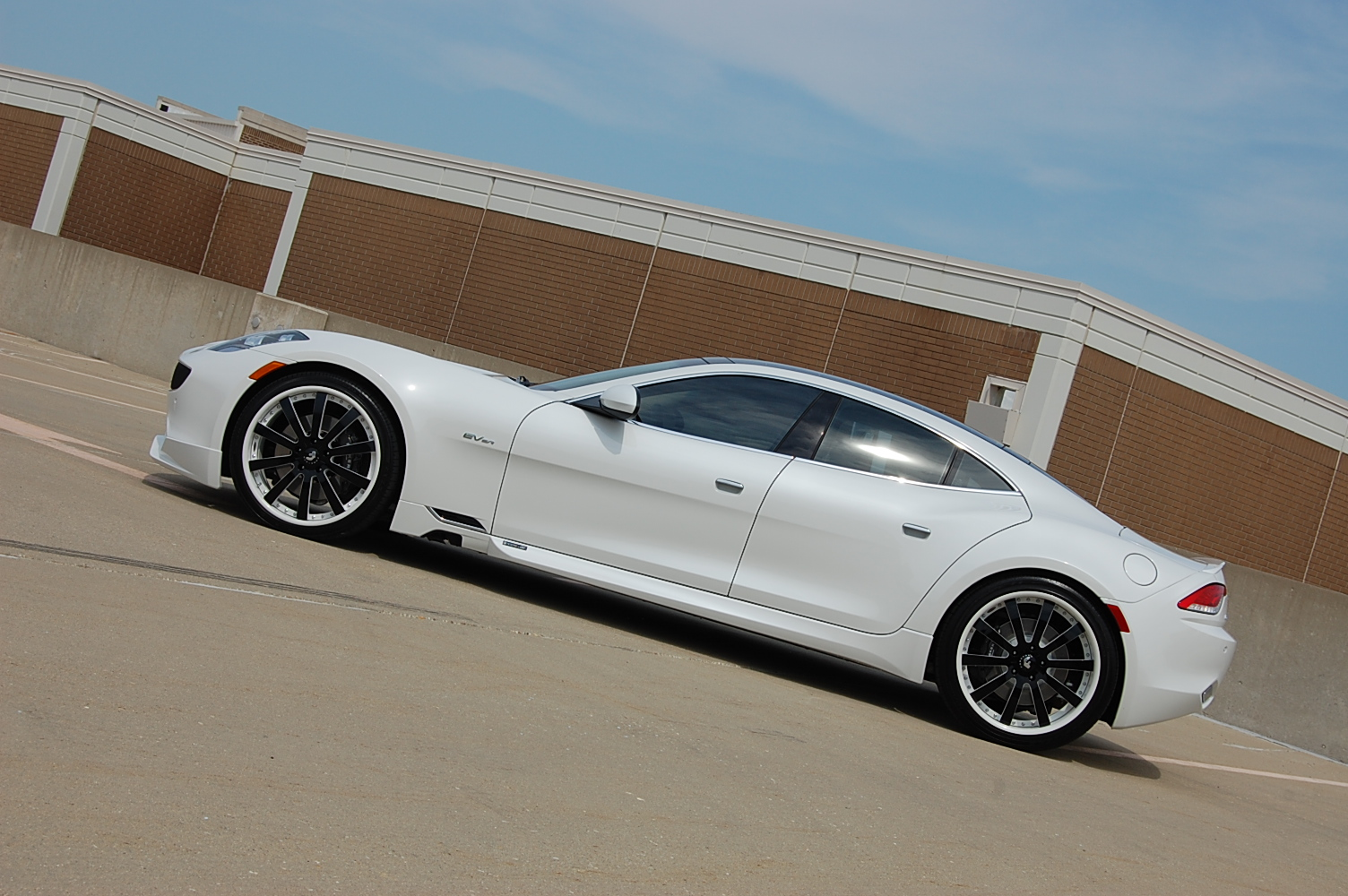 http://s1.cdn.autoevolution.com/images/news/gallery/first-fisker-karma-with-a-body-kit_2.jpg