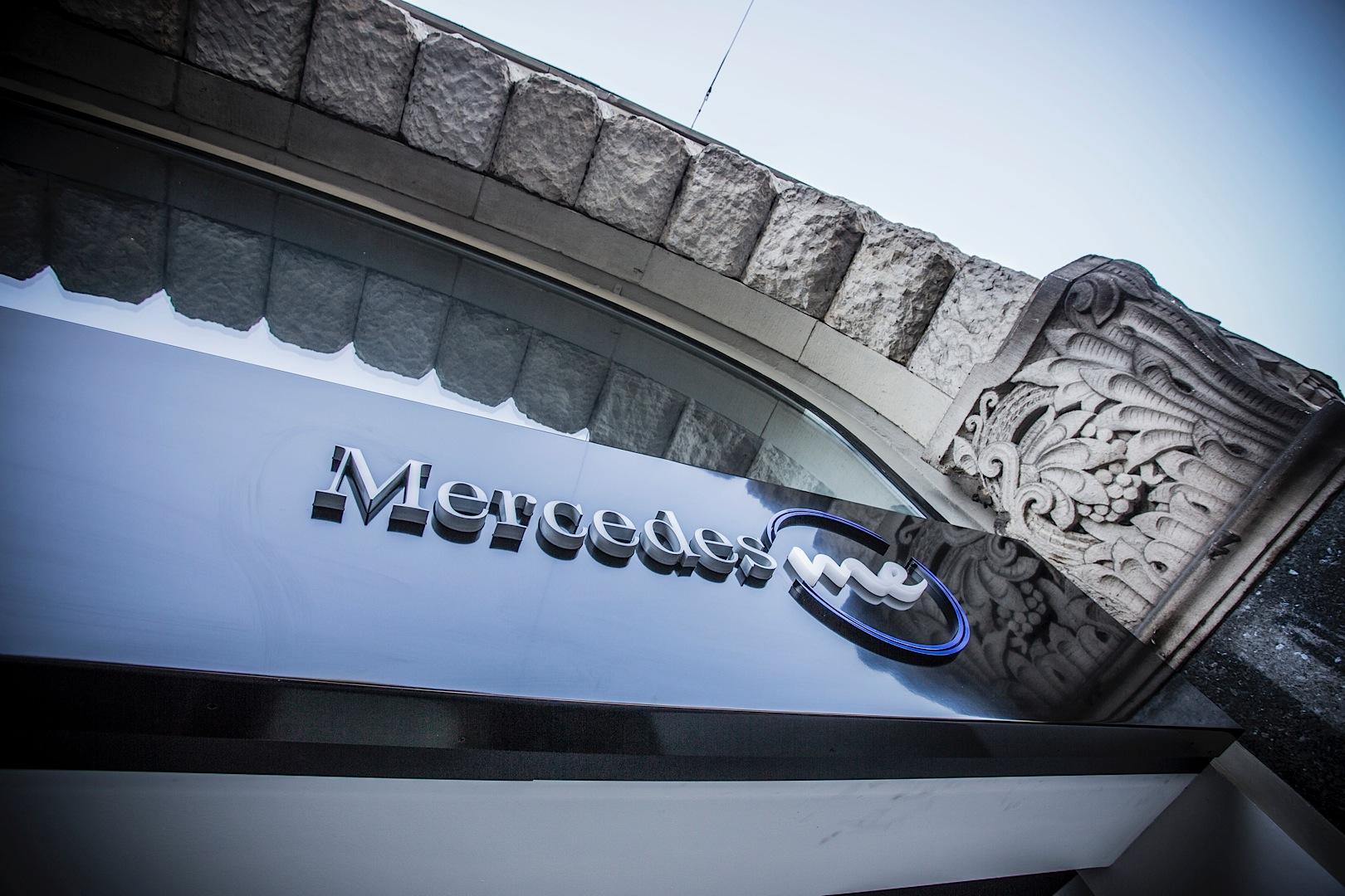 First innovative mercedes me store opens in germany for Mercedes benz customer satisfaction