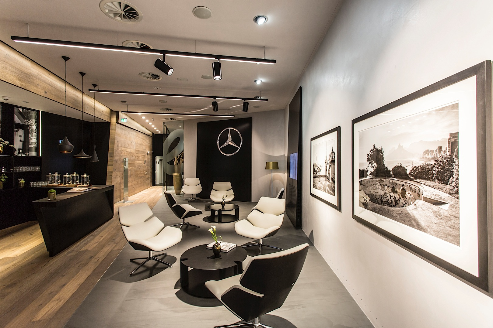 first innovative mercedes me store opens in germany autoevolution. Black Bedroom Furniture Sets. Home Design Ideas