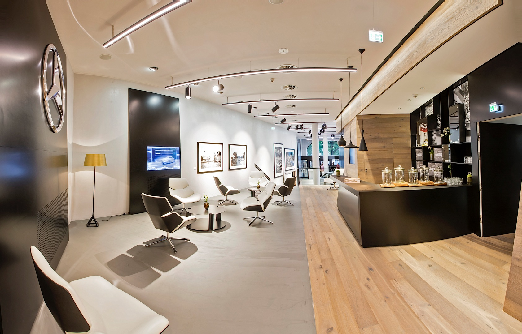 First innovative mercedes me store opens in germany for Design outlet hamburg
