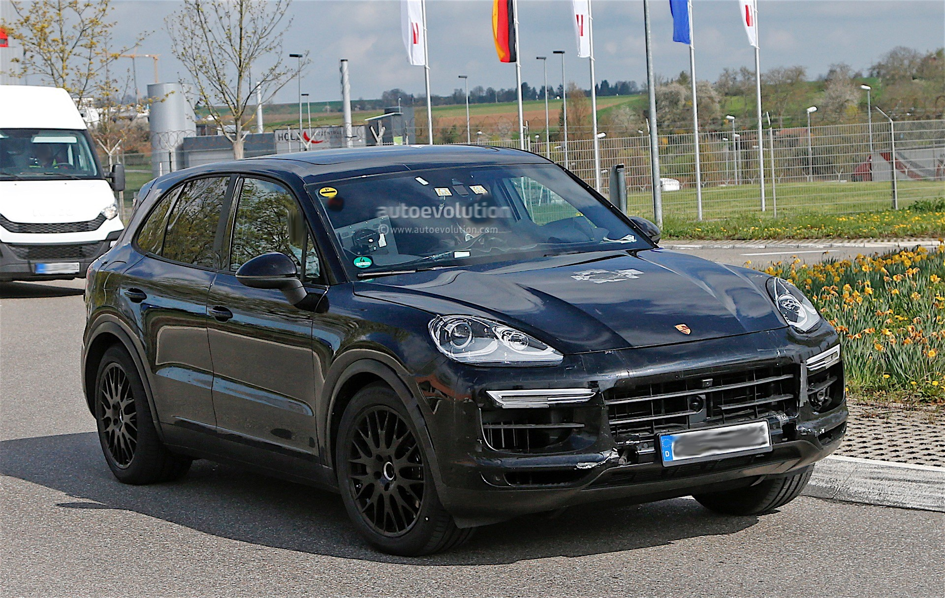2018 porsche cayenne interior revealed gets larger infotainment screen autoevolution. Black Bedroom Furniture Sets. Home Design Ideas