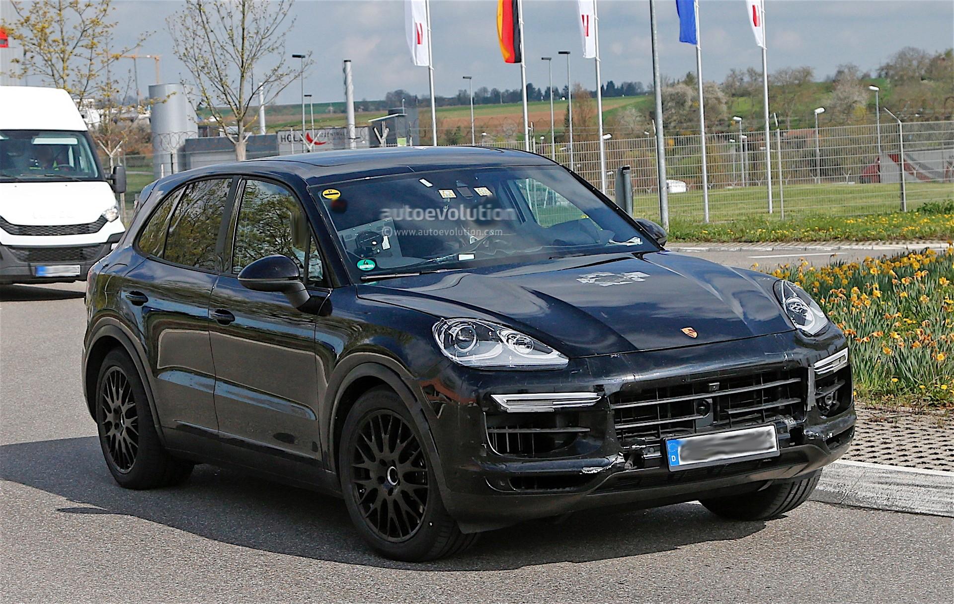 2018 Porsche Cayenne Interior Revealed Gets Larger Infotainment Screen Autoevolution