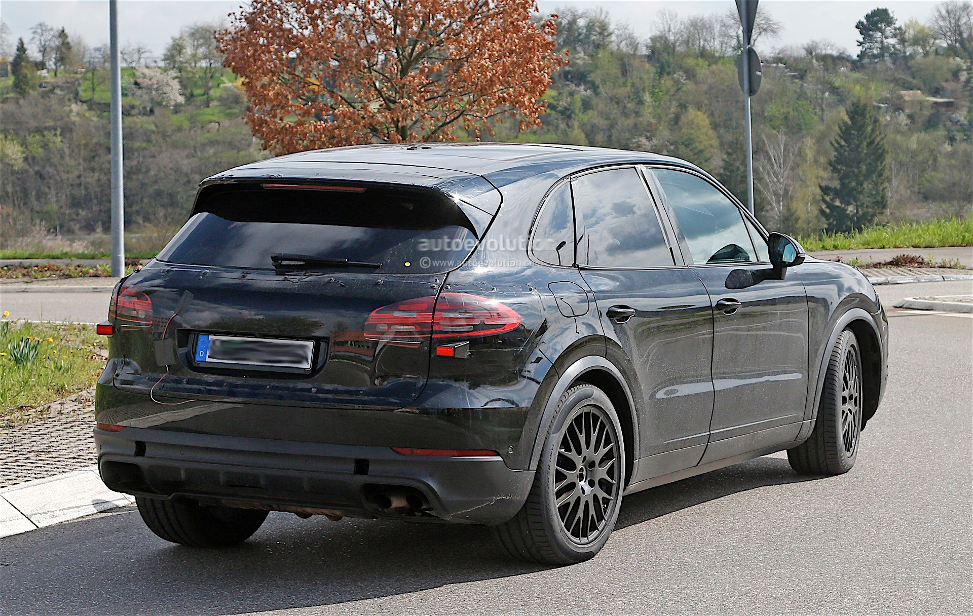 2018 Porsche Cayenne Interior Revealed, Gets Larger