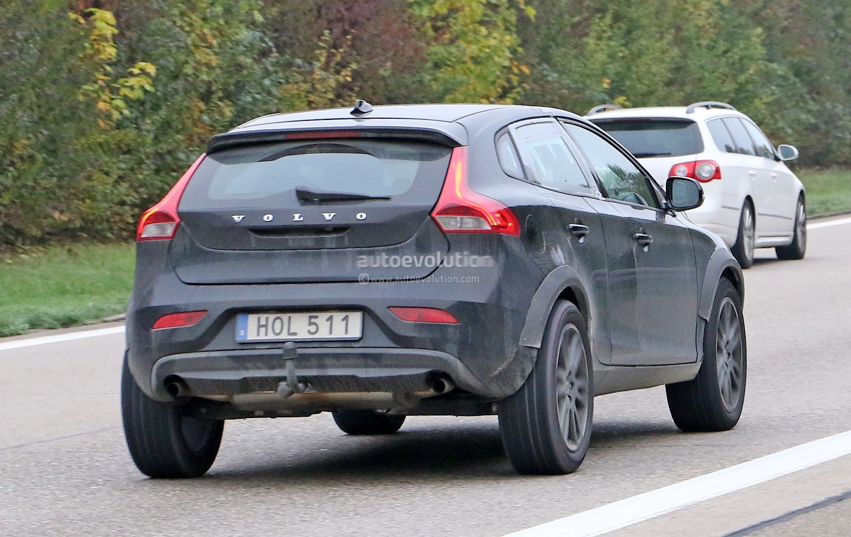 First Pictures Of The Volvo Xc40 Test Mule Future Q3 X1 And Gla  petitor Photo Gallery 101245 on 2015 volvo xc60 awd