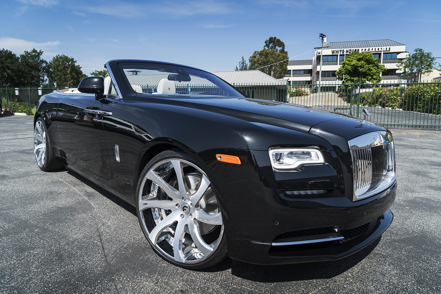 First Rolls Royce Dawn Gets Forgiato Wheels Autoevolution