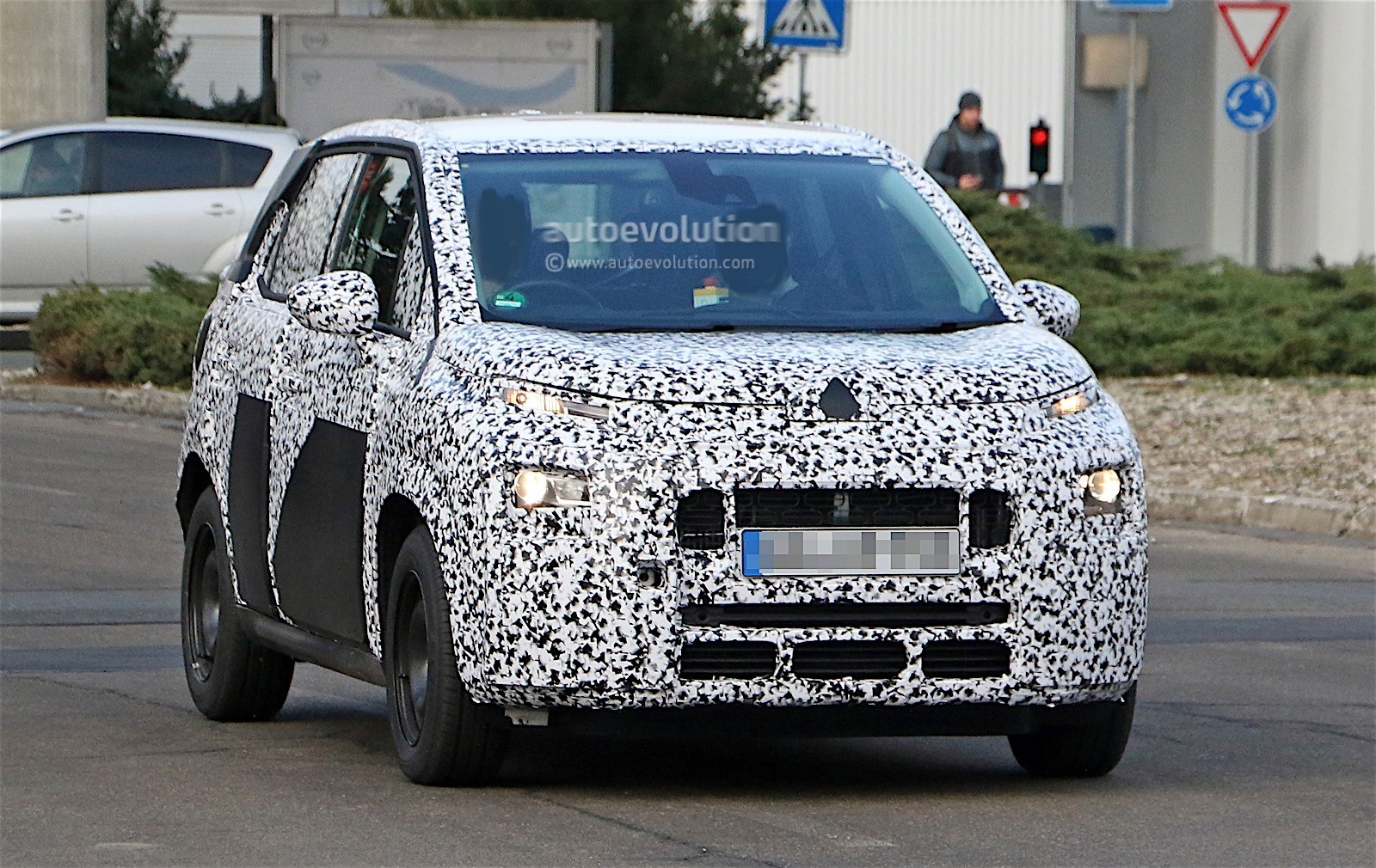 2017 citroen c3 picasso spied for the first time autoevolution. Black Bedroom Furniture Sets. Home Design Ideas