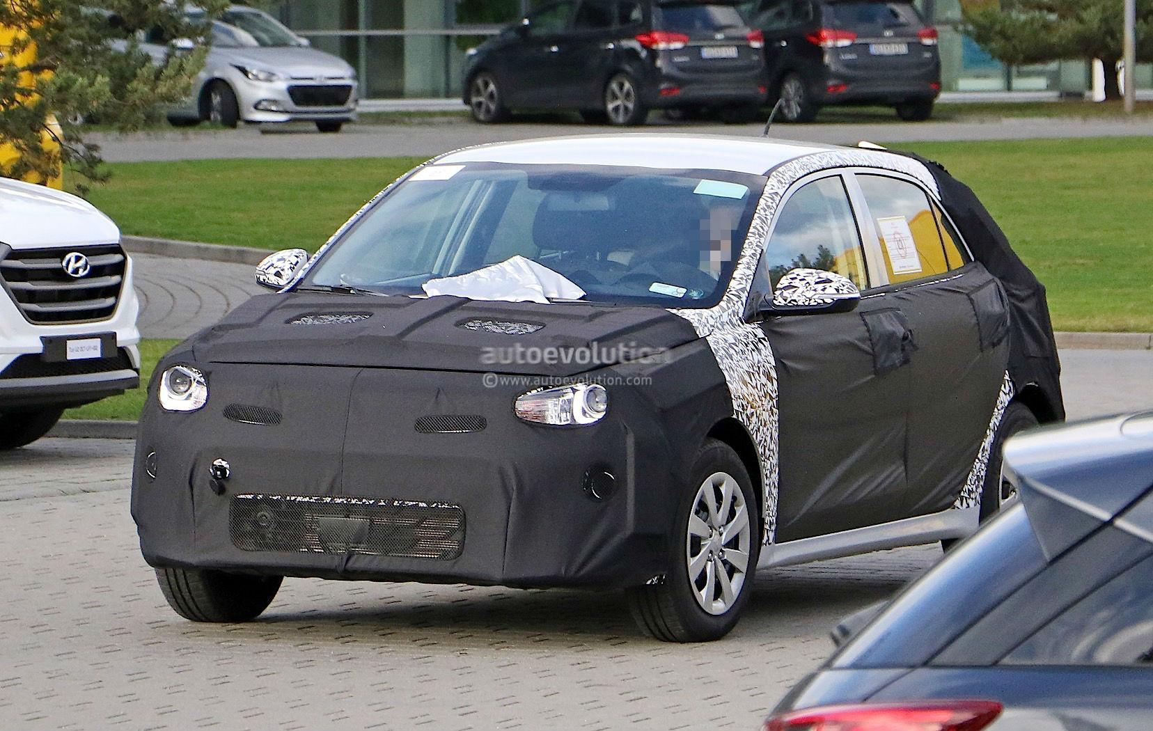 First Spyshots of the 2017 Kia Rio Before It Starts Testing