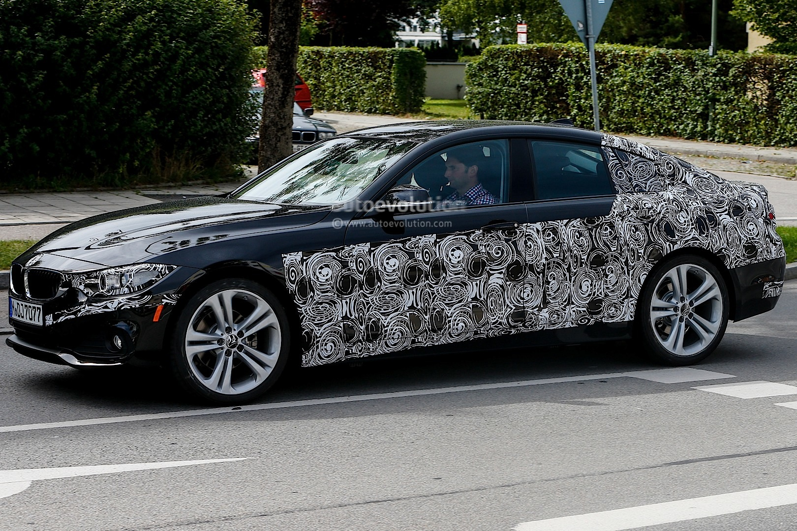 first spy shots of the upcoming bmw f36 4 series gran coupe autoevolution. Black Bedroom Furniture Sets. Home Design Ideas