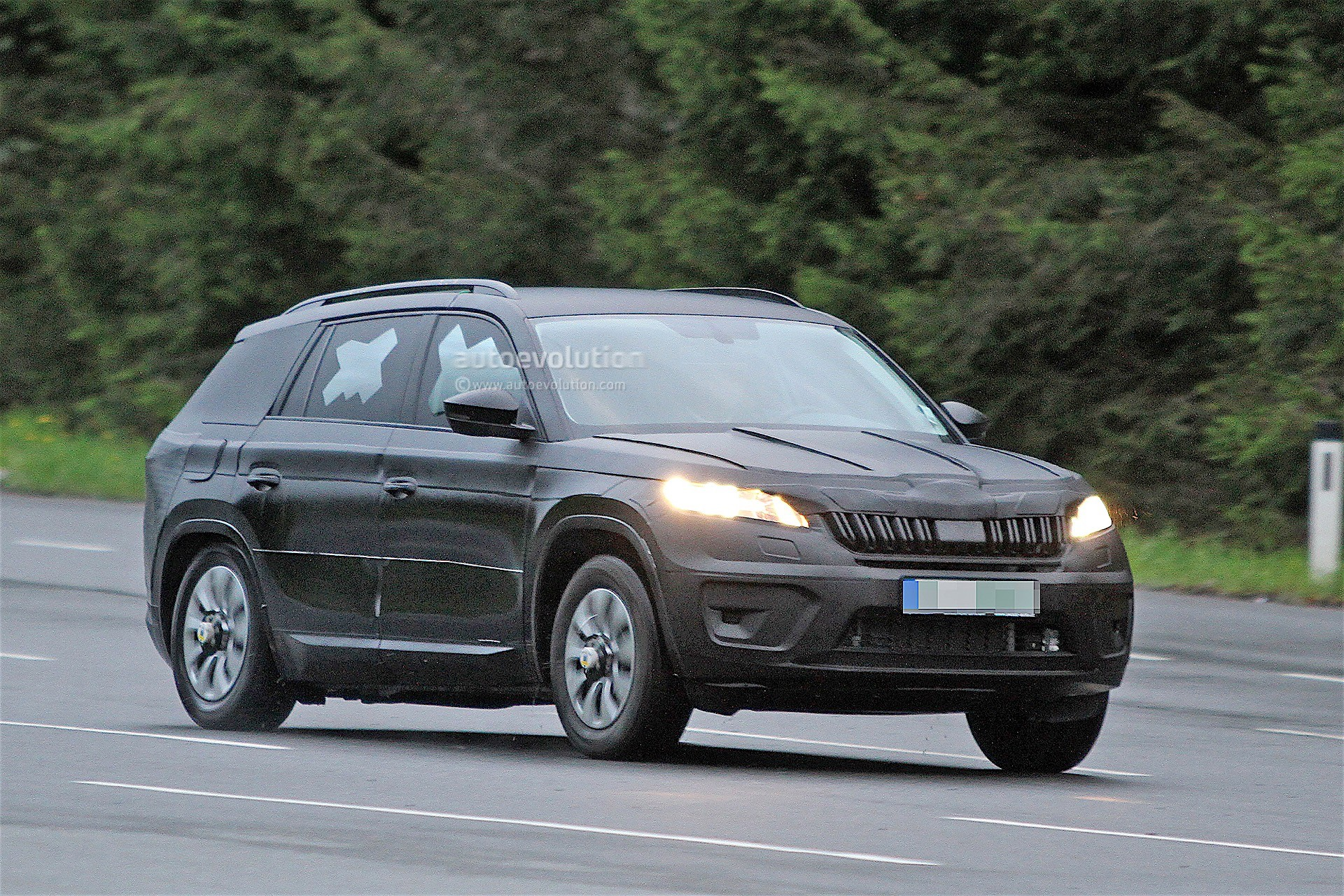 2017 skoda kodiaq makes public road test debut autoevolution. Black Bedroom Furniture Sets. Home Design Ideas