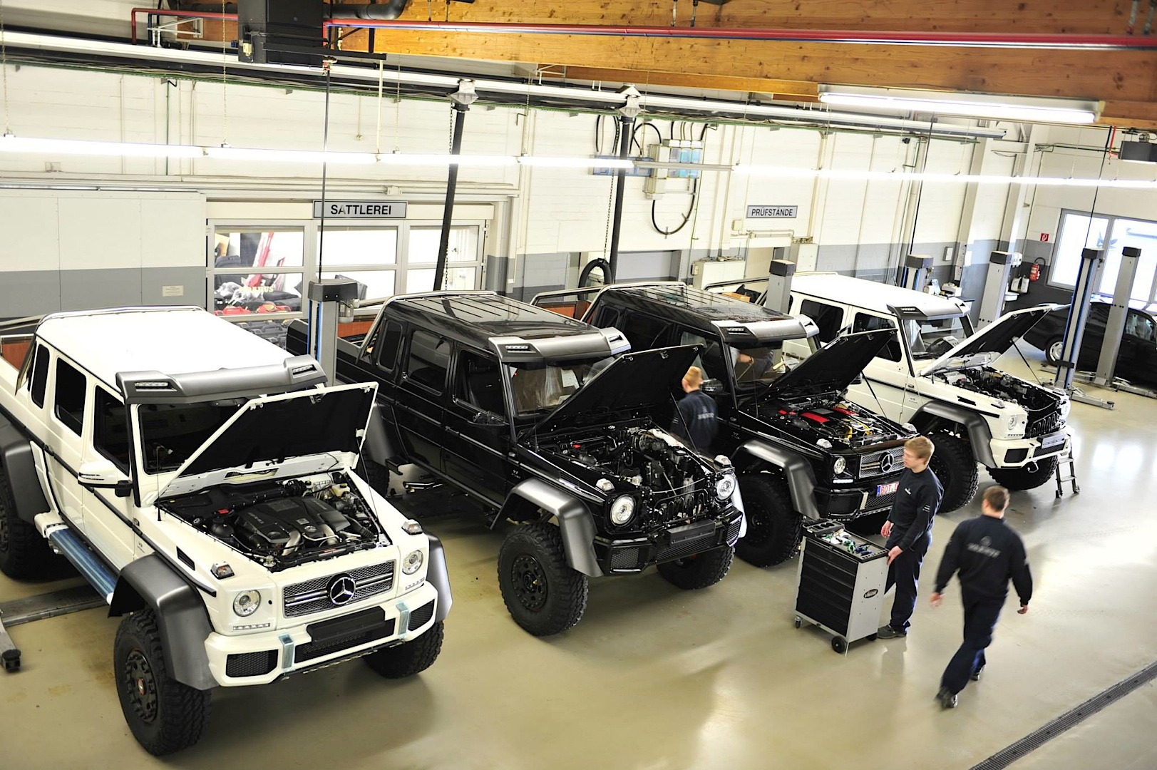 five g 63 amg 6x6 cars say aaah at brabus autoevolution. Black Bedroom Furniture Sets. Home Design Ideas