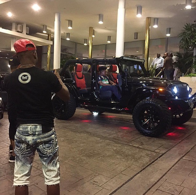 ... Floyd Mayweather Gets Pimped Out Jeep Wrangler