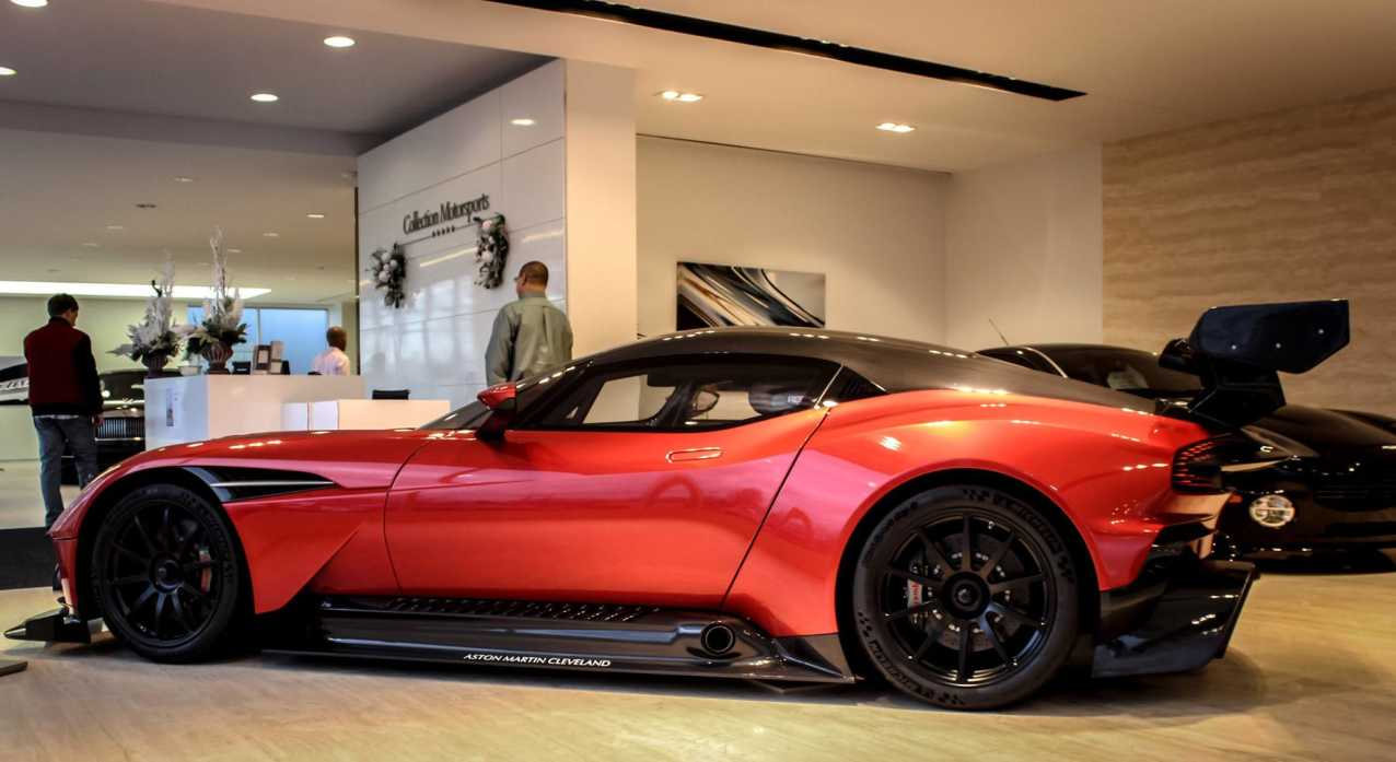 for a hefty 3 400 000 you can be the proud owner of an aston martin vulcan autoevolution. Black Bedroom Furniture Sets. Home Design Ideas
