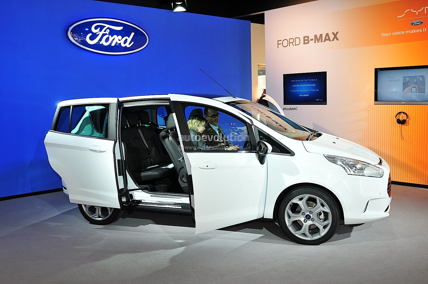 ford b max debuts at 2012 mobile world congress live photos autoevolution. Black Bedroom Furniture Sets. Home Design Ideas