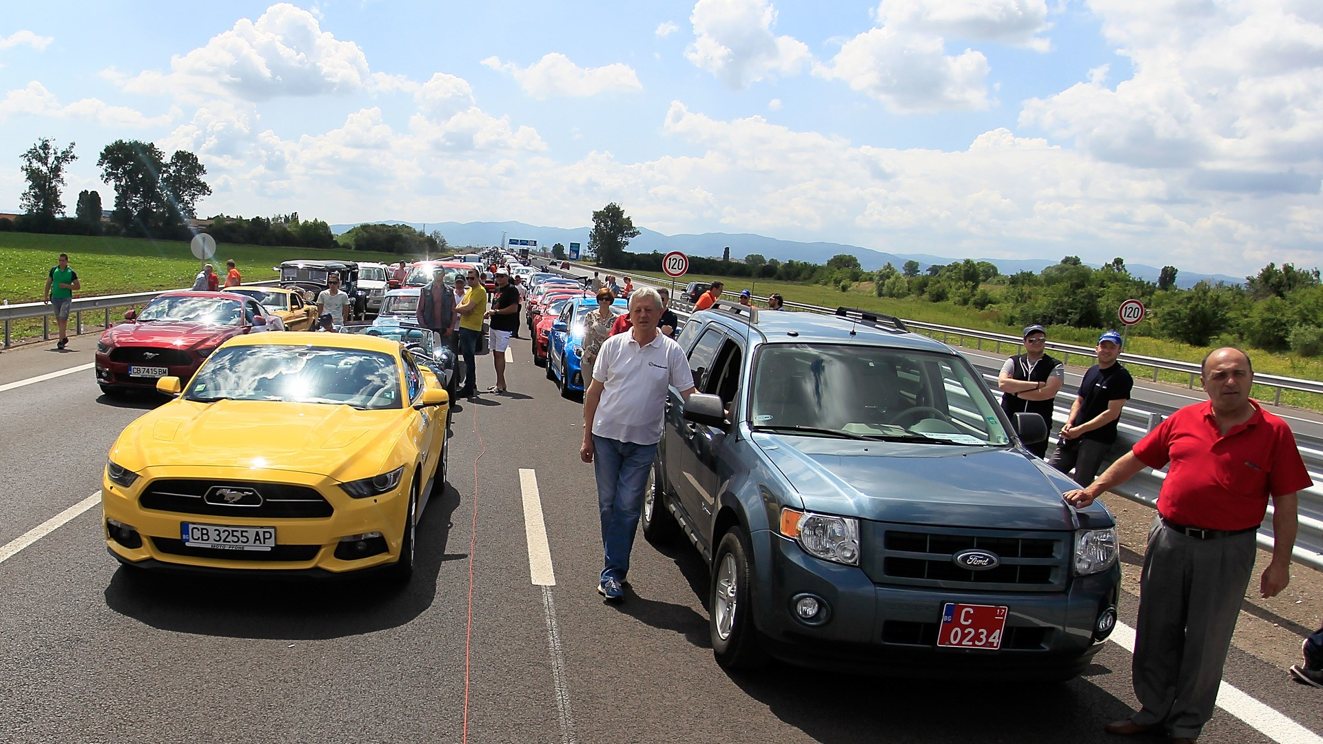 largest parade of ford cars